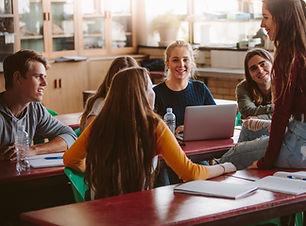 Studenci podczas przerwy