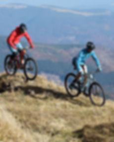 Faire du vélo sur la colline
