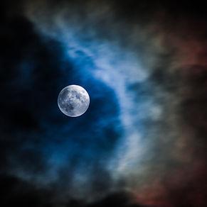 Księżycowe chmury