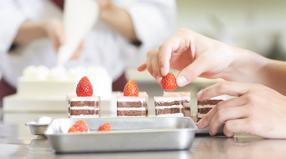 ケーキ屋さんでのケーキ作り