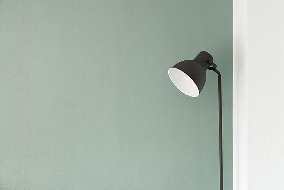 黒い床ランプ
