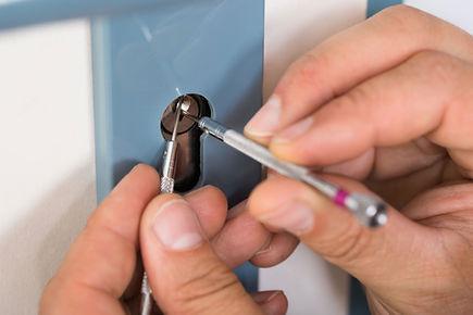 Ein Schlüsselloch reparieren