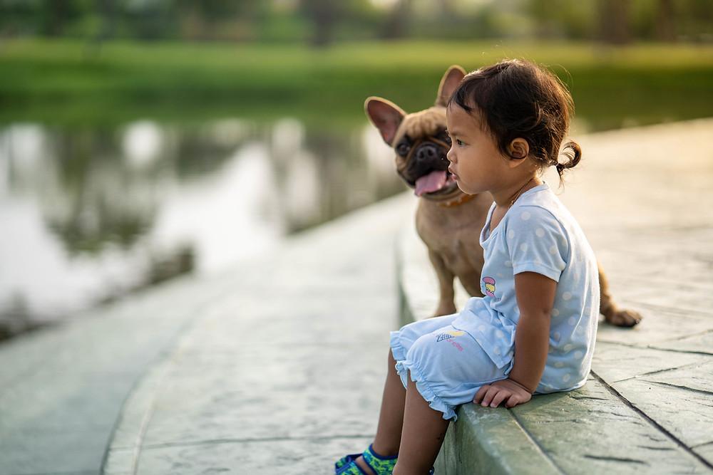 Otrok Rak s psom.
