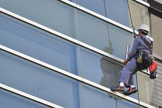 ビルの窓ガラス清掃の風景