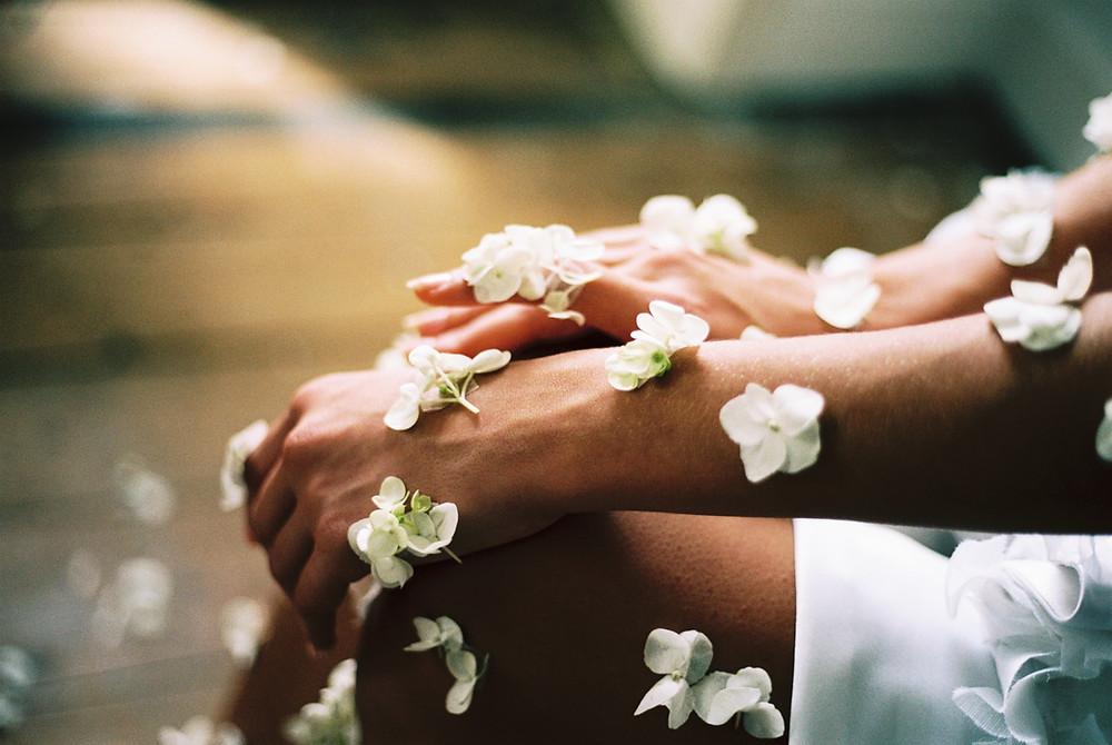 Blommor på en arm