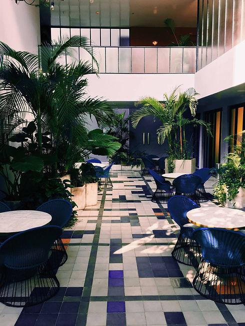 Lobby extérieur de l'hôtel