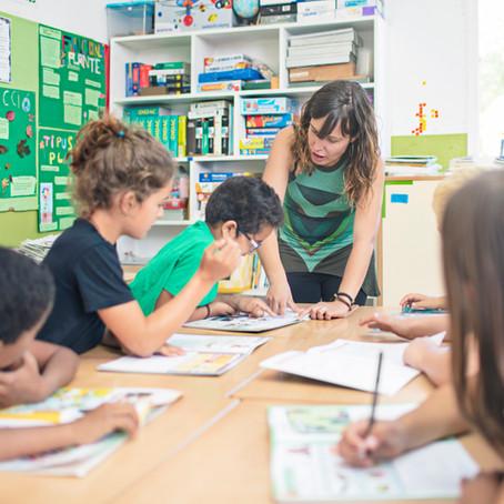 Como crianças não alfabetizadas aprendem inglês
