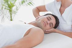 首と肩のマッサージ