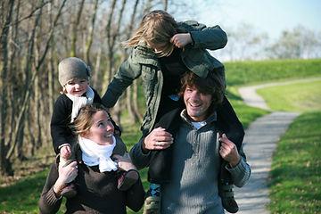 散歩の家族