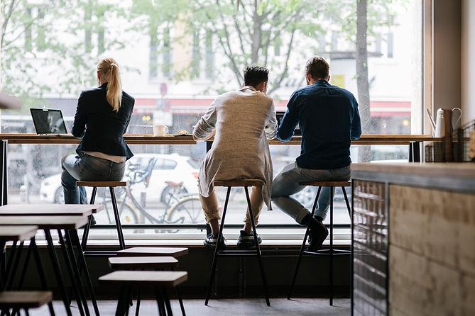 Im Café arbeiten