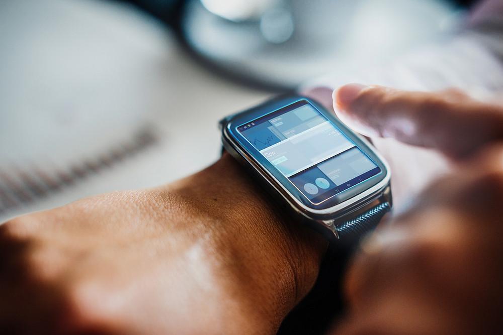 Pulso com smartwatch