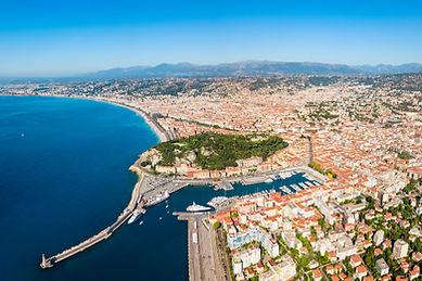Ville côtière française vue du ciel