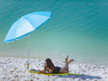 8 Essential Items That You Need For a Great Beach Day
