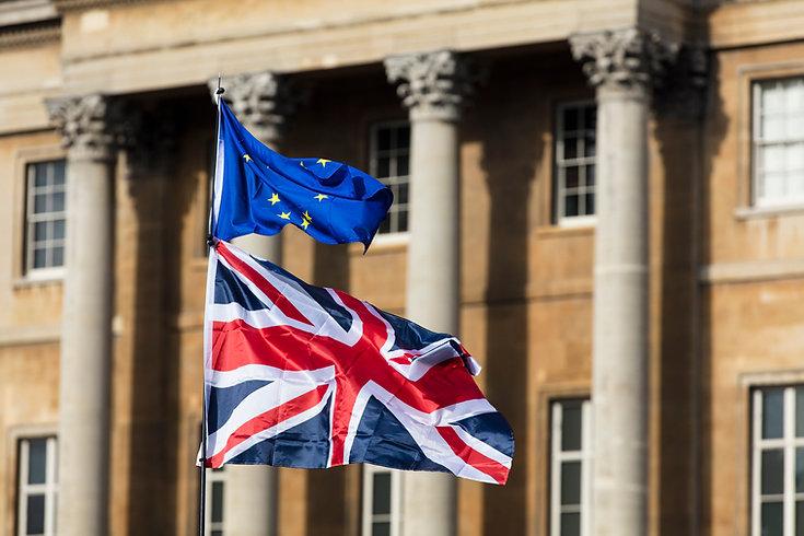 ЕС и британский флаг