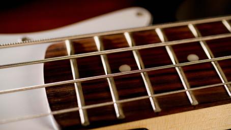 Basgitaar leren spelen 1 - Hoe houd ik mijn basgitaar vast?