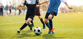 Jugando fútbol
