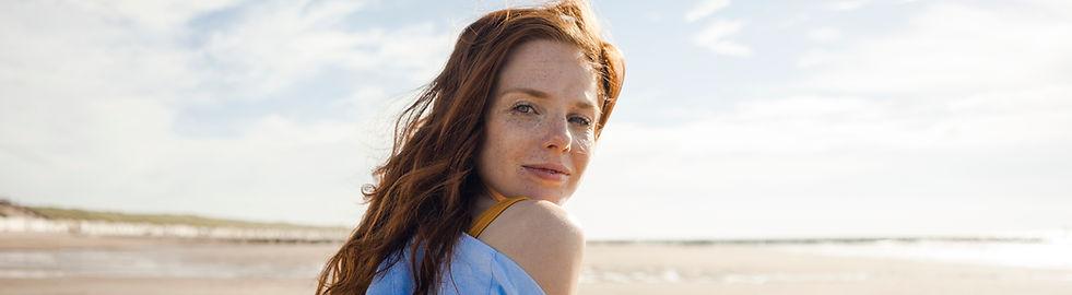 Retrato de mujer en la playa