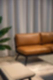 革張りのソファ