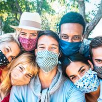Personas con Máscaras