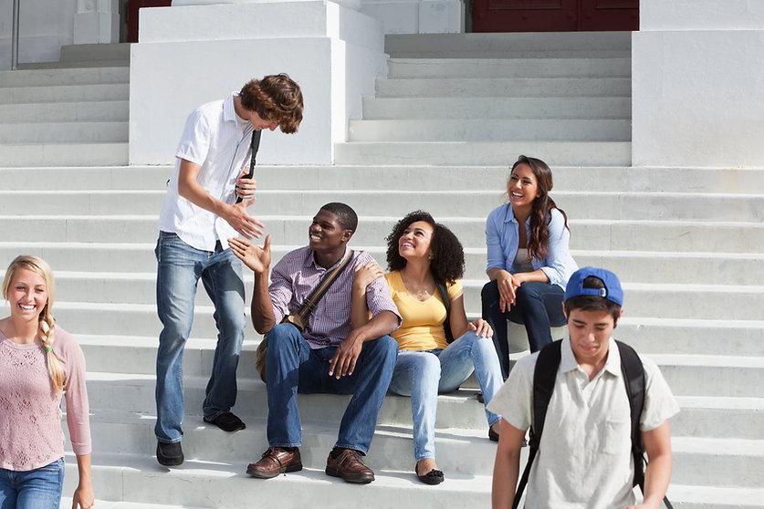 Estudantes universitários no intervalo