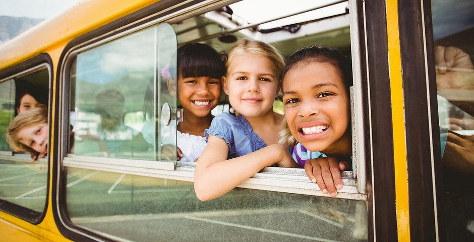Niños en el autobús escolar