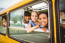 Crianças no ônibus escolar