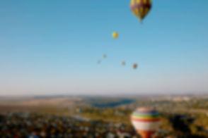 Balões de ar quente coloridos