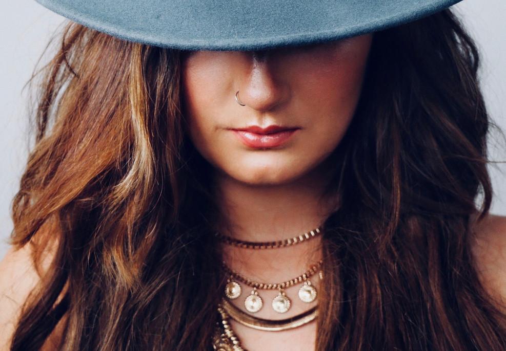 Mujer con joyas de lujo