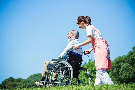 介護 シニア 女性 男性 ヘルパー 介護士
