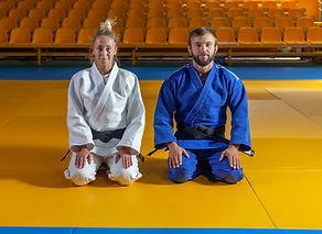 Judokas arrodillado