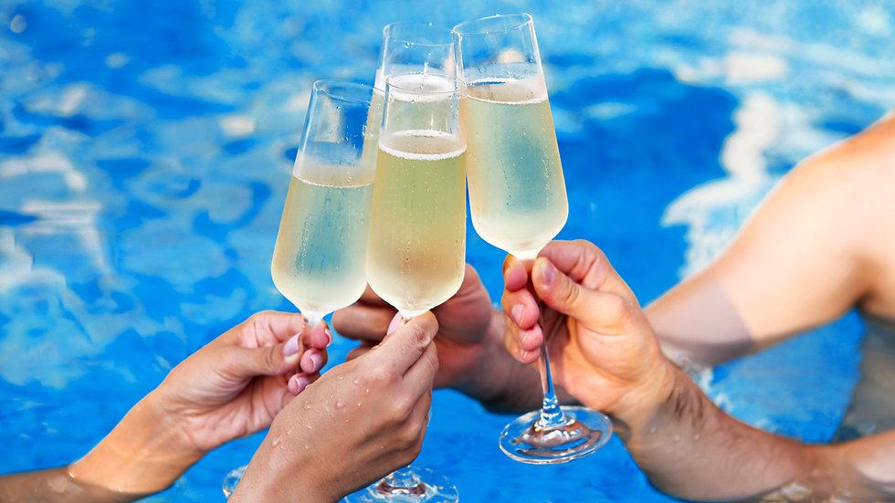 Coupe de champagne en plastique réaliste