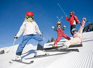 スキー休暇の家族