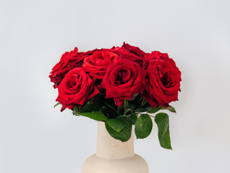Stuck For Valentines? Is buying a bouquet of Roses the best option? 🌹