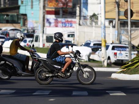 Adesão da população de Belo Horizonte ao isolamento social medida pelo número de carros nas ruas