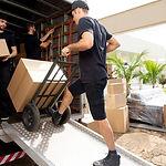 Boîtes de chargement dans le camion