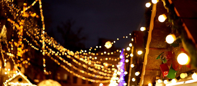 BRING HOLIDAY CHEER TO THE YEARWITH VININGS JUBILEE'S 35th ANNUAL CHRISTMAS TREE LIGHTING