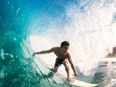 かっこいいオジサンを目指すならサーフィンで肉体作り