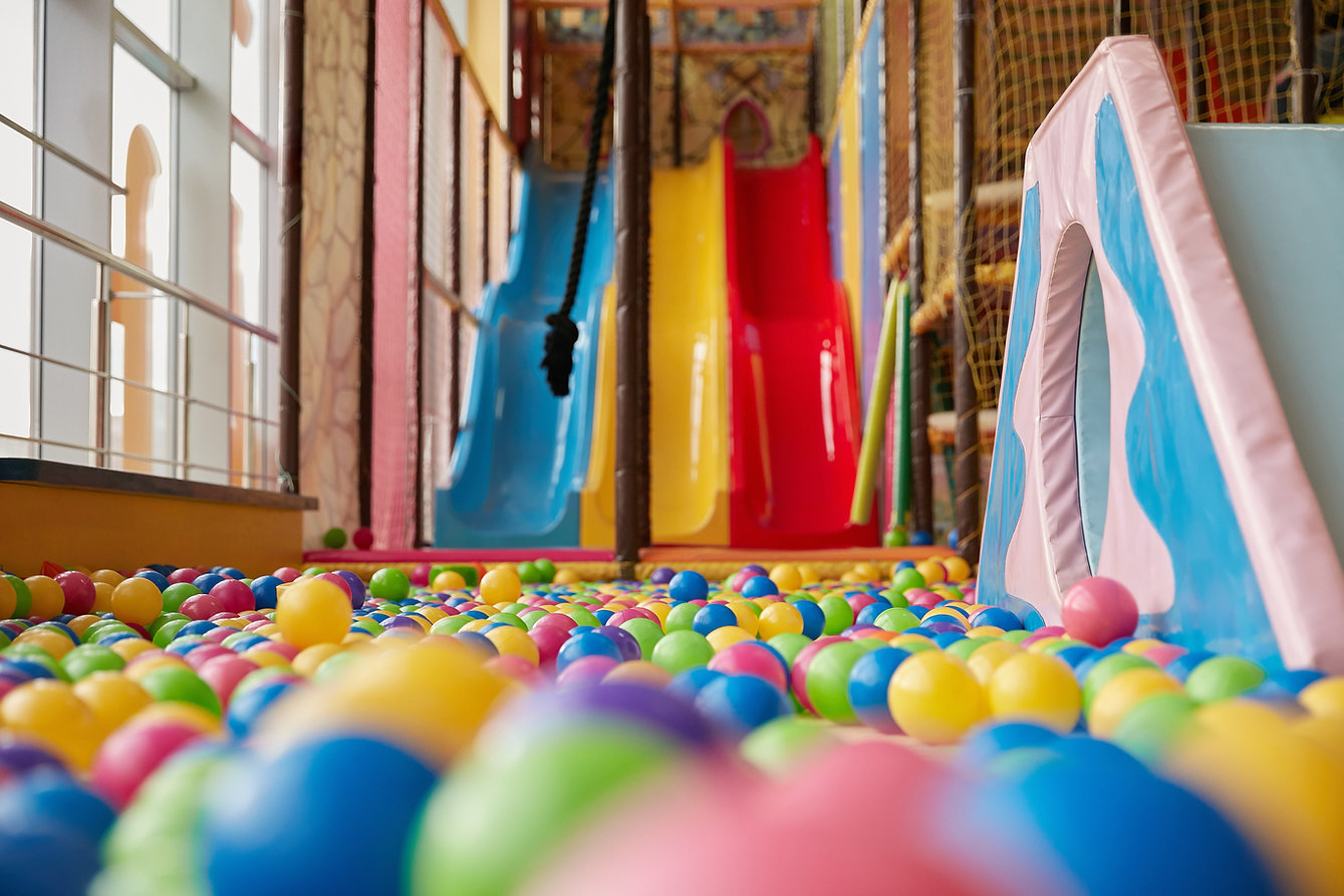 Parco giochi al coperto colorato