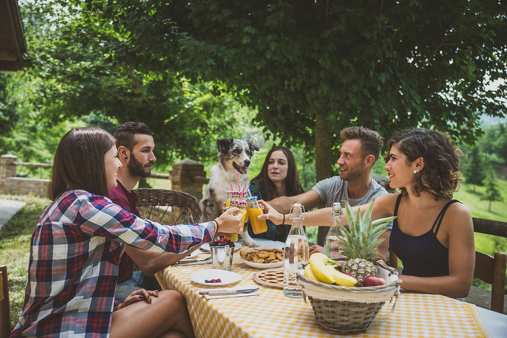 Friends enjoying an outdoor picnic. For those with healthy anxiety during COVID-19, it is important to find ways to stay connected. Marble Wellness has therapists for chronic pain and chronic illness, and also provides counseling for anxiety. Call us today!