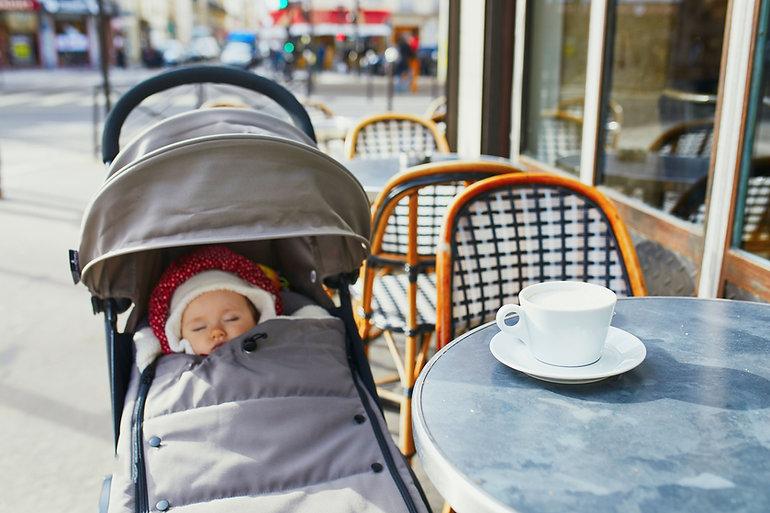 Schlafendes Baby auf Kinderwagen