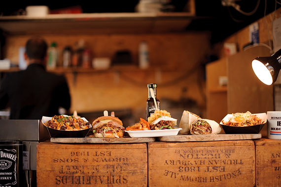 Burgers sur une caisse