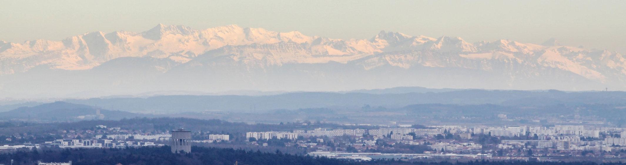 Montagnes surmplombant la ville