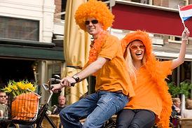 Feestvierders op fiets