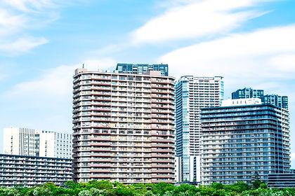 タワーマンションの並ぶ都市風景
