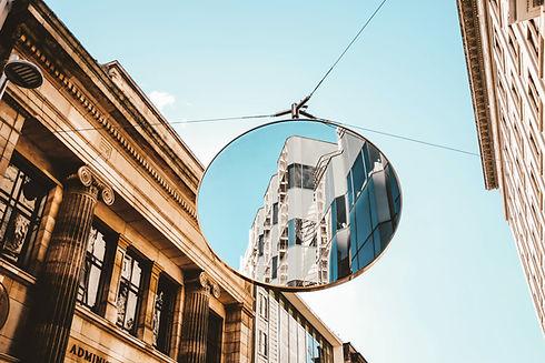 Straßenspiegelreflexion