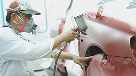 自動車工場の作業員
