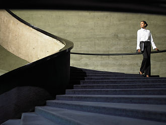 Femme, escalier