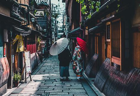 帶陽傘的女人