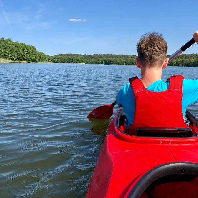 Garçon Kayak