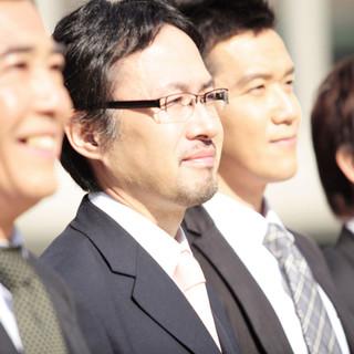 Hombres sonrientes
